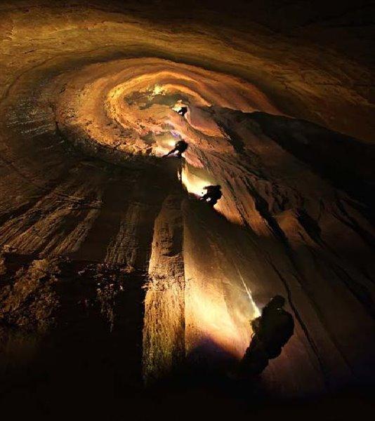 Parau Cave. Kermanshah