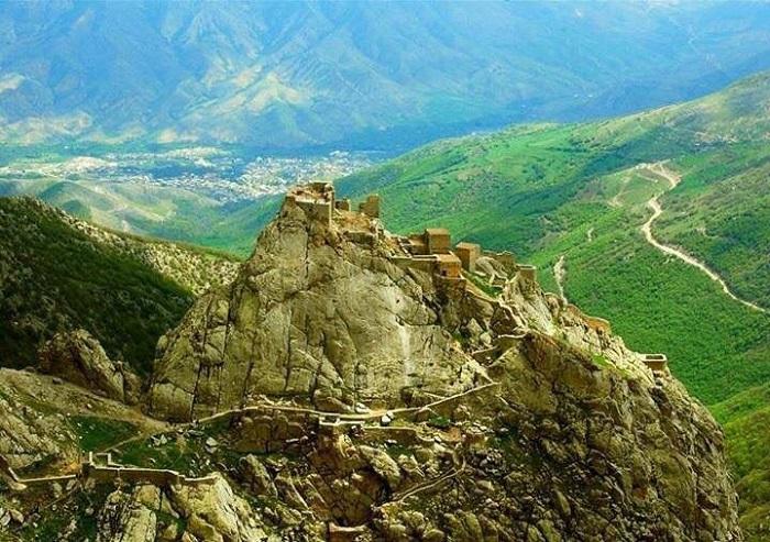 Babak Castle Road