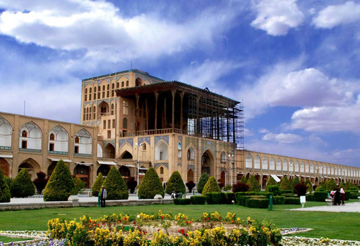 Which city has the most tourism in Iran