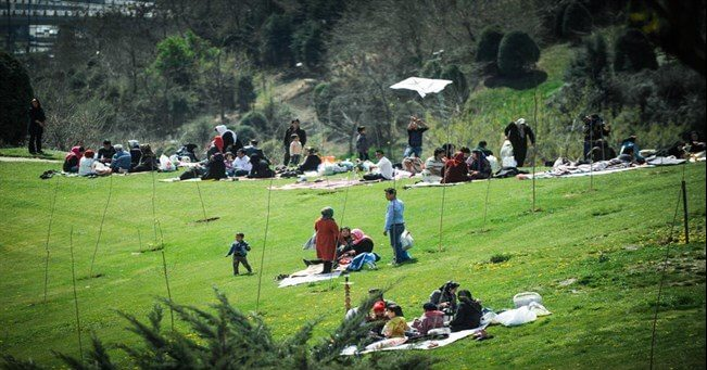 Iranians mark Nature's Day as Nowruz holidays end