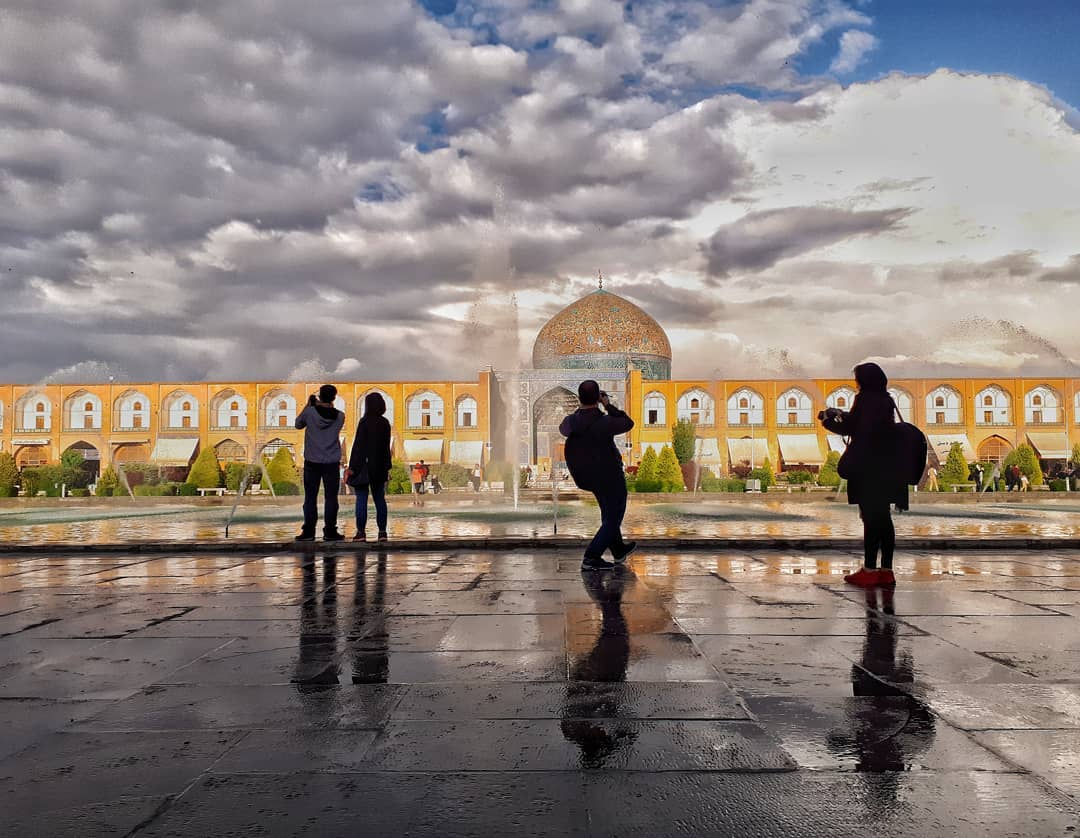Naqshe Jahan square in Isfahan (rainy day)