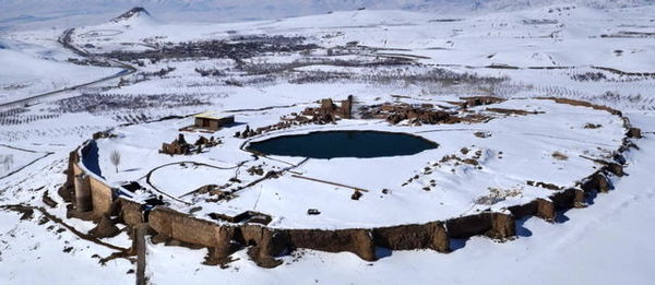 Takht-e Soleyman covered in snow