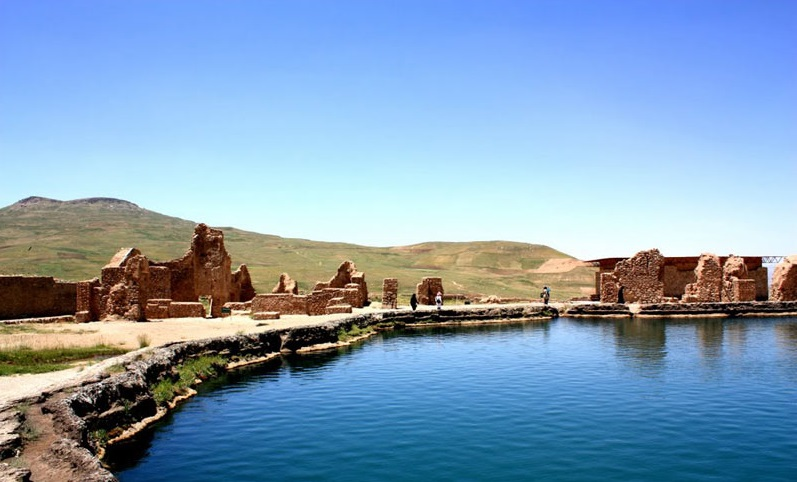 The lake by side the ancient ruins