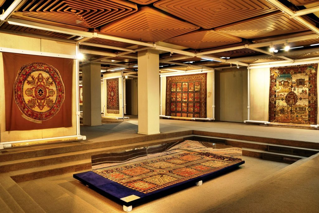Carpet museum in Iran desert tour