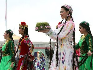 Persian New Year or Iranian Nouwroz - Iran travel guide