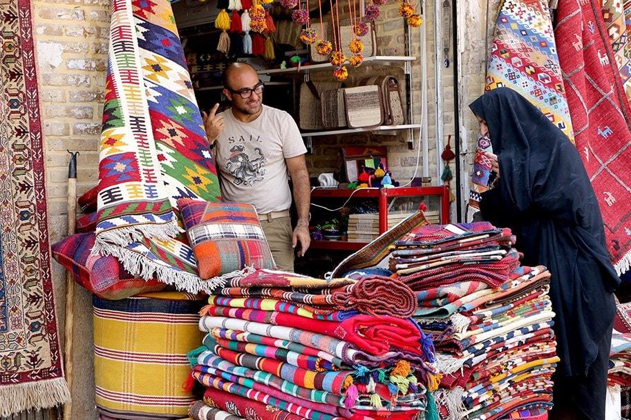 customs in Iran - taarof