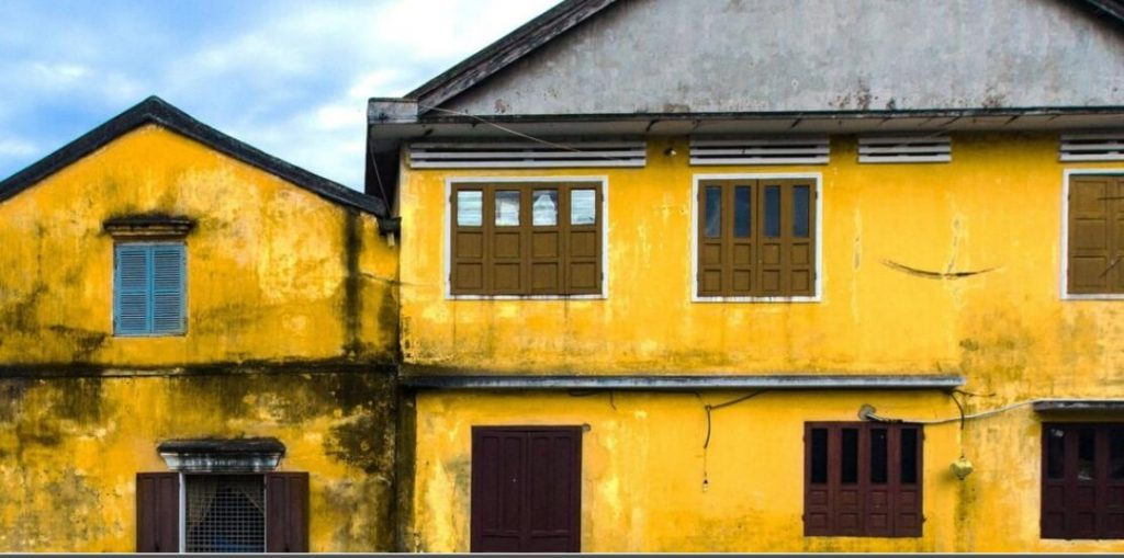 A bewitching town drenched in yellow